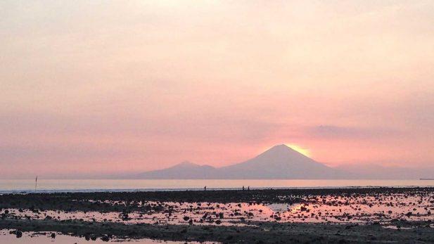 Sonnenuntergang auf Gili Trawangan mit Blick auf Bali mit Reisebericht