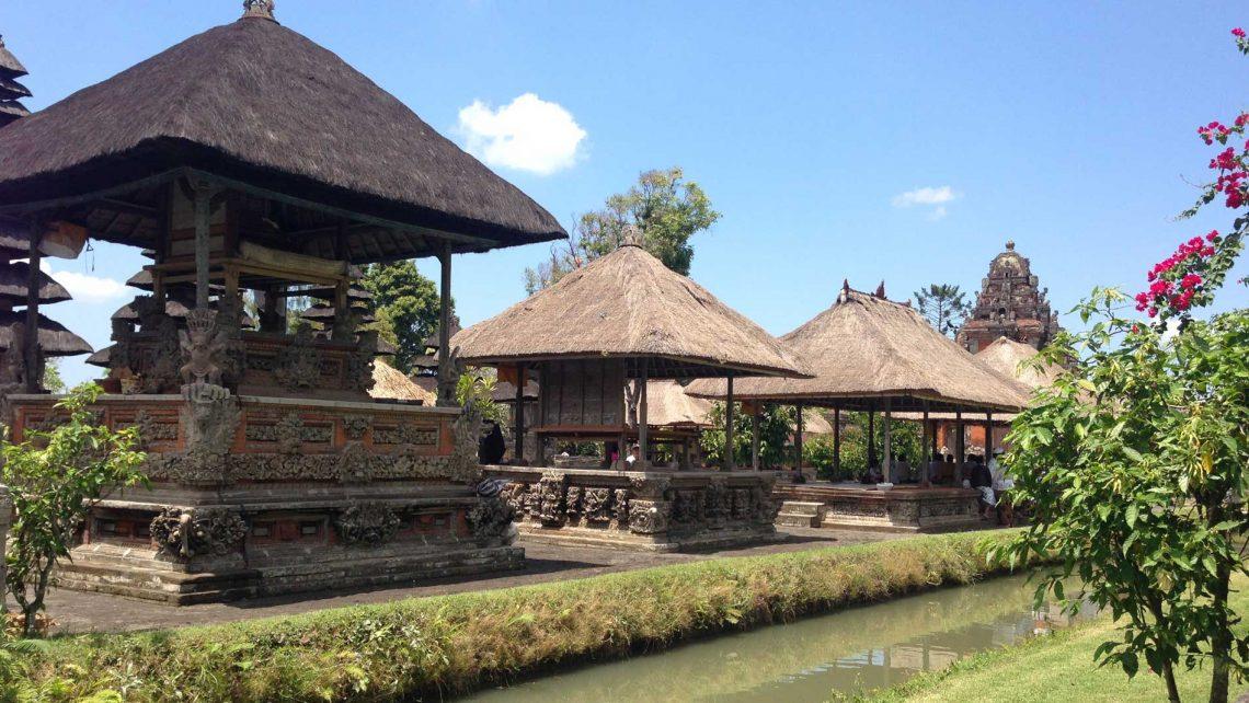 Bild in Bali mit Tempelanlage während der Bali Tour, Reisebericht auf dem Reiseblog detailjaeger bali-made-tour