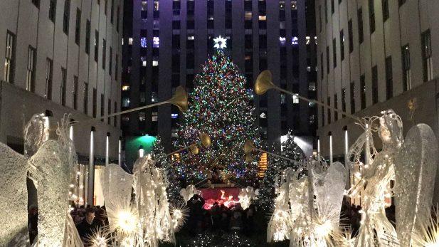 Bild mit Tannebaum zum christmastreelighting in new york am rockefeller center