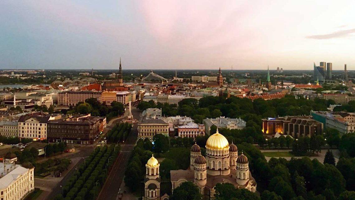 Ausblick über Riga bei Dämmerung